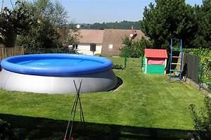 Enterrer Une Piscine Hors Sol : piscine hors sol pour terrain en pente mise en place piscine enterr e terrain en pente la ~ Melissatoandfro.com Idées de Décoration