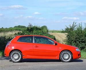 Fiat Stilo 2002 : fiat stilo hatchback 2002 2007 photos parkers ~ Gottalentnigeria.com Avis de Voitures