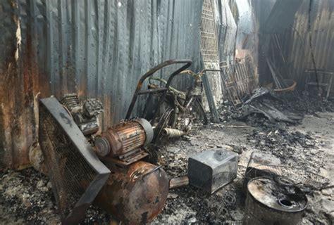 Đến khoảng 18h cùng ngày, đám cháy được khống chế. Hiện trường kinh hoàng vụ cháy nhà xưởng 8 người chết và ...
