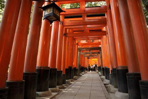 fushimi inari taisha kyoto japan attractions lonely