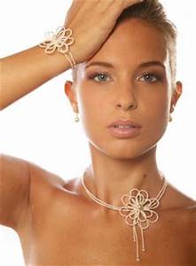quels bijoux porter pour son mariage With mariage robe avec bijoux fantaisie mariage