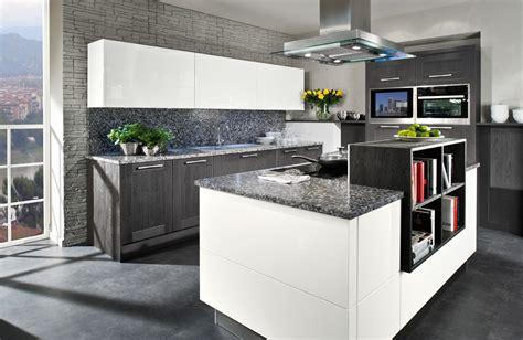 Weiße Küche Mit Schwarzer Granitplatte by St 246 Rmer K 252 Chen