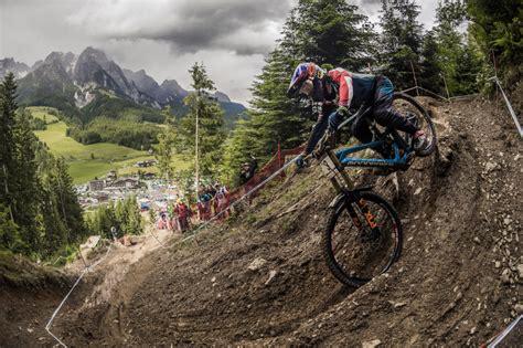 uci world cup downhill racing kicks   weekend