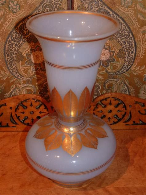 vase en opaline 233 poque charles x vases et objets en verre