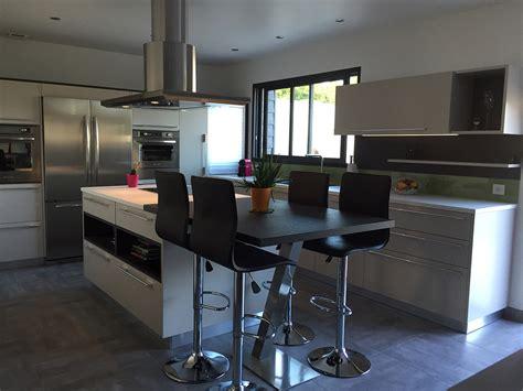 cuisine blanche avec ilot central cuisine équipée avec ilot central galerie avec decoration