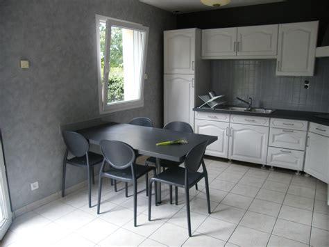 repeindre une cuisine decoration cuisine tapisserie