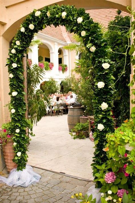 Blumen Hochzeit Dekorationsideenblumen Dekoration Fuer Gartenhochzeit by Rosenbogen Bei Der Hochzeit Deko