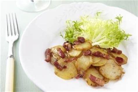 recette de pommes de terre saut 233 es oignons et lardons