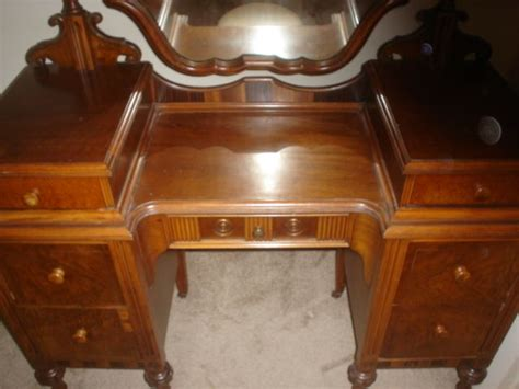 1920s Antique Bedroom Furniture