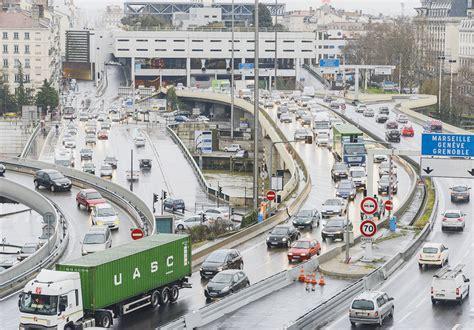 Carte Des Autoroutes Du Centre De La by L Autoroute Ne Passera Plus Par Lyon La Croix