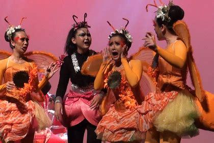 intip pementasan drama musikal karya titiek puspa