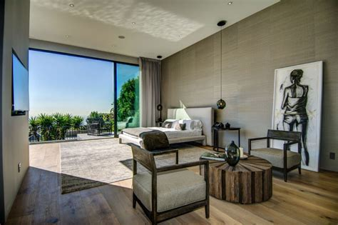 Fascinating Wood Furniture at House with Spectacular City