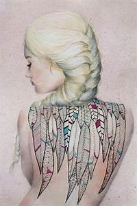 Tatouage Plume Indienne Signification : tatouage femme dos recouvert de plumes indiennes tatouage femme ~ Melissatoandfro.com Idées de Décoration