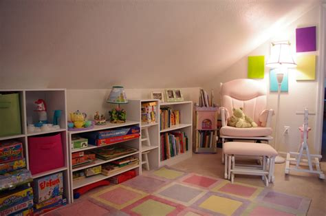 Ideas For Bedroom With Slanted Ceiling by Slanted Ceiling Room Decorating On Slanted