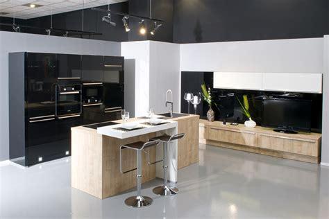chaises cuisine blanches aviva fait aussi de l aménagement salon et des meubles tv