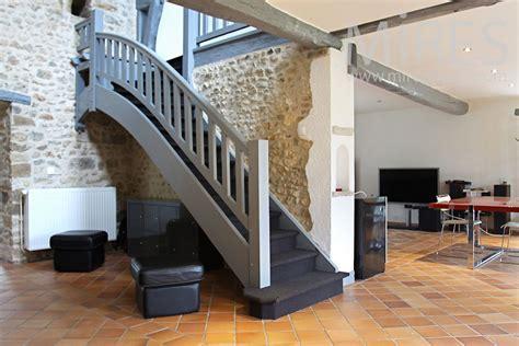 escalier bois peint  palier  mires paris