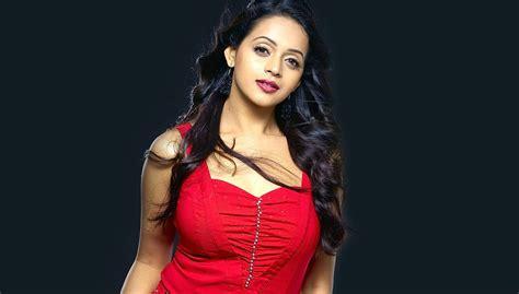 bhavana sexy sexy malayalam actress bhavana weds with kannada producer