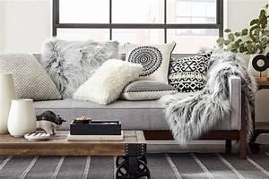 1001 designs magiques pour creer un salon cocooning With tapis shaggy avec plaids fourrure pour canapé