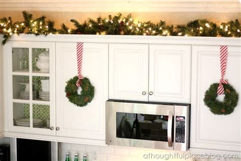 26+ Gorgeous Xmas Decor Above Kitchen Cabinets