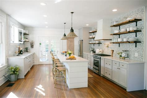 16+ Delightful Farmhouse Kitchen Remodel Chip And Joanna Gaines