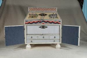 The Embroiderer 39 S Story Wiscasset Memories Casket