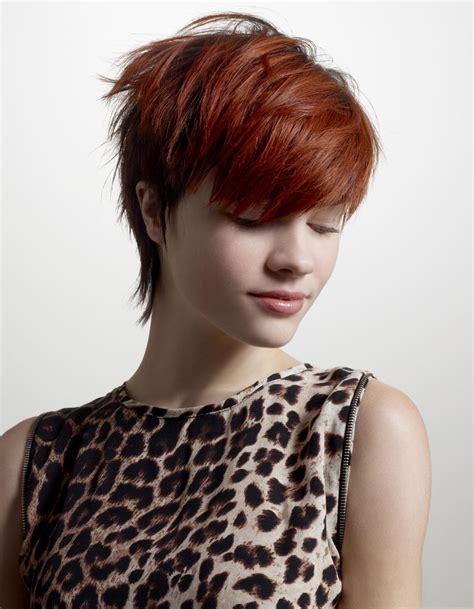 coupe cheveux ondulés la coupe courte rousse de tchip coiffures de saison nos id 233 es pour s inspirer