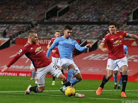 Rudiger is touched when the throw comes in and goes down like a sack of king edwards and rolls around for a while 64 min city 0 chelsea 1. 0:0 im Manchester-Derby - Chelsea verliert bei Everton - Südtirol News
