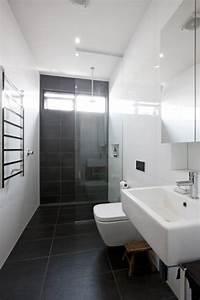 Carrelage Noir Salle De Bain : le carrelage noir entre dans la salle de bain et la ~ Dailycaller-alerts.com Idées de Décoration