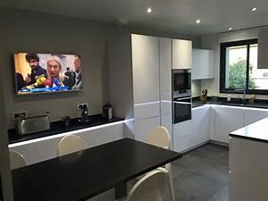 Plan De Travail Noir Brillant : meuble de cuisine blanc brillant 1 thermolaqu233 ~ Dailycaller-alerts.com Idées de Décoration