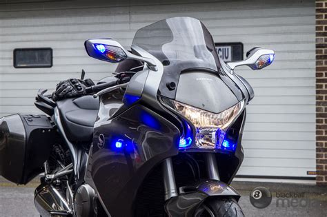 police motorcycle safety lights leds how to spot an 39 invisible 39 unmarked police bike