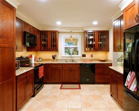 kitchen cabinets with black appliances black appliances home design ideas pictures remodel and 8165