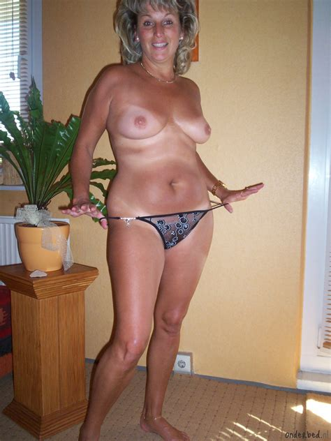 004onderbednl In Gallery Mature Amateur 01