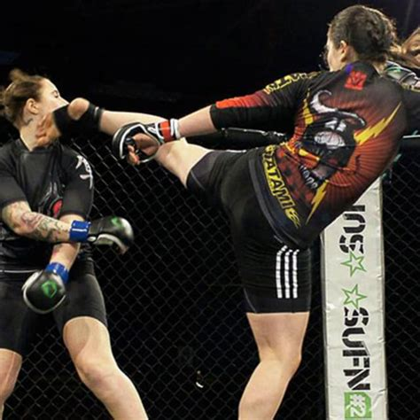 Female Mma Fighter Ends Match With Swift Kick To The Face