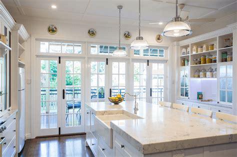 cocinas blancas  muebles de madera muy modernas