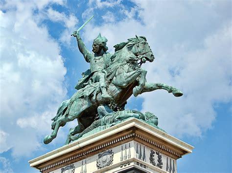 siege vvf clermont ferrand file statue vercingetorix jaude clermont jpg wikimedia