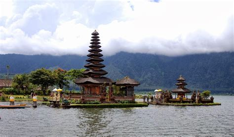 Ulun Danu Temple At Beratan Lake » Bali Hello Travel