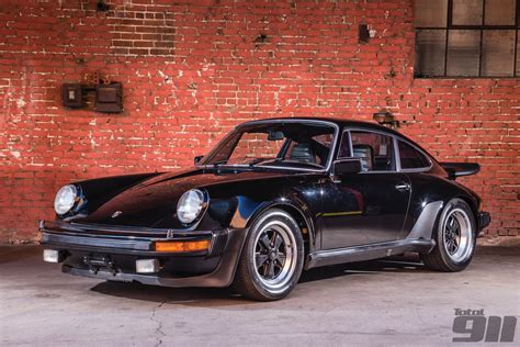 magnus walker house magnus walker sells porsche 930 3 0 for 111 099 total 911