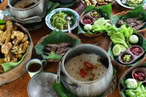 Sambal cabe ijo meruakan sambal khas dari tanah minang. 3 Resep Masakan khas Sunda, Ngeunah pisan euy!
