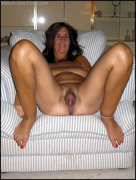Italian Mature Mom Taking A Relax Sitting Naked In The