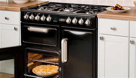 cuisine cuisson cuisine equipee avec piano de cuisson photos de