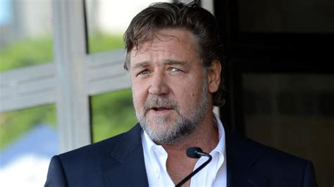 Russell Crowe Swears Off Flying Virgin Australia Airlines ...