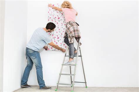 Eine Wand Tapezieren gestrichene wand tapezieren 187 geht das