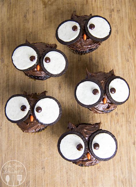 cute owl cupcakes  give  hoot   created