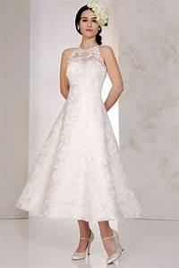 Wedding dress style for short brides koop goedkope wedding for Wedding dresses for short curvy brides