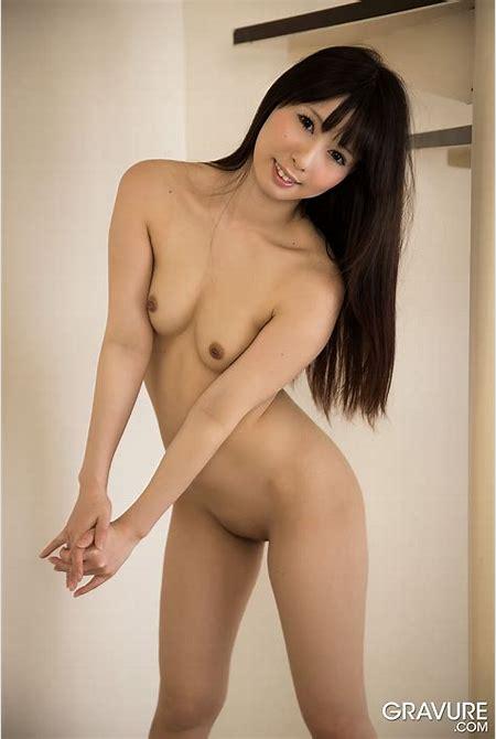 GRAVURE.COM Miku Oguri おぐりみく Gravure Nude Descending a Staircase