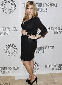 sara rue early years rules of engagement star sara rue pregnant with her first