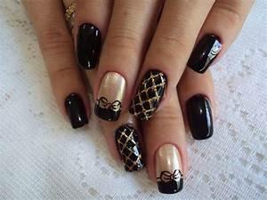 Black gold nail design nails