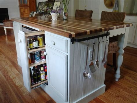 cottage style kitchen islands cottage kitchen island 28 images 15 cottage kitchens