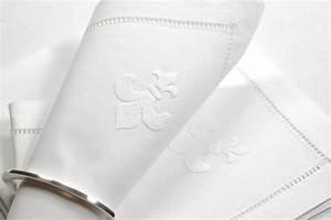 Serviette De Table Blanche : annes table serviette de table fleur de lys blanc brod e la main motif ajour 40 cm ~ Teatrodelosmanantiales.com Idées de Décoration