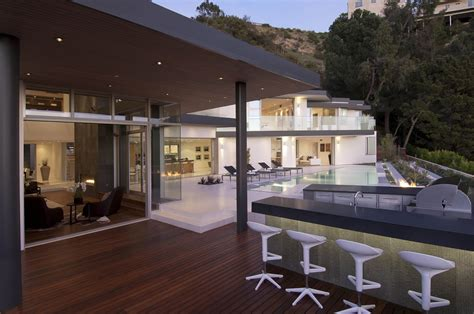 Home Terrace : Impressive Modern Home In Hollywood